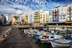Plaza del Cañón (candi...) Tags: lametllademar puerto barcas agua mar pueblo edificios cielo nubes plazadelcañón sonya77 airelibre
