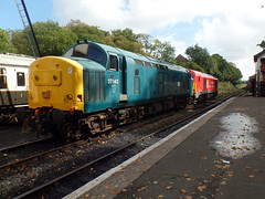 37142 & 67028 Bodmin General (2) (Marky7890) Tags: 37142 class37 heritage 67028 class67 dbcargo diesellocomotive bodminwenfordrailway bodmin bodmingeneral cornwall train