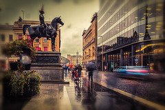 Queen Street-2 (ianmiddleton1) Tags: glasgow rain autumn fall autumnal people blur movement