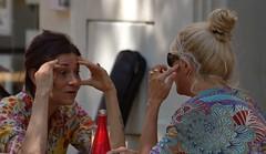 Prise de tête (chriskatsie) Tags: visage face femme woman conversation cafe talk body language bodylanguage