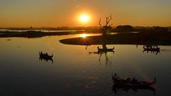 Myanmar: Amanapura Lake (gerard eder) Tags: world travel reise viajes asia southeastasia burma birmania birma mandalay landscape landschaft paisajes panorama sunset sonnenuntergang puestadesol atardecer amanapuralake myanmar wasser water boats boote barcas outdoor natur nature naturaleza