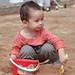 海滩挖沙的孩子 || Kid plays sand on the beach