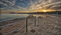 (464/18) ocaso en la Rada de Moraira (Pablo Arias) Tags: pabloarias photoshop ps capturendx españa photomatix nubes cielo arquitectura mar agua mediterráneo moraira teulada alicante
