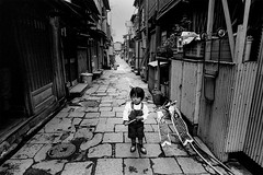 memories 639 (soyokazeojisan) Tags: japan osaka city street bw people blackandwhite monochrome analog olympus m1 om1 21mm film trix kodak memories 1970s