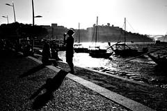 000705 (la_imagen) Tags: portugal portugalds2018 porto duoro sw bw blackandwhite siyahbeyaz monochrome street streetandsituation sokak streetlife streetphotography strasenfotografieistkeinverbrechen menschen people insan light shadow licht schatten gölge ışık silhouette silhuette siluet sun sonne güneş