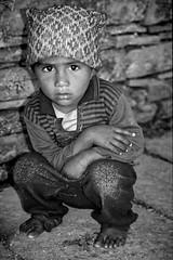 Jeune népalais (Christian Bachellier) Tags: népal asie portrait enfant child children nikon nb noir blanc