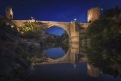 Reflejos del Puente, Toledo. (jetepe72) Tags: toledo nocturna puente reflejos night nikon urbana hora azul