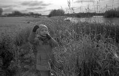 Scan-181014-0030 (Oleg Green (lost)) Tags: film 35mm astrum200 bw classic voigtlander sskopar 4025 hexarrf hyperfocal vyatka veresnikidc october kid doughter river autumn