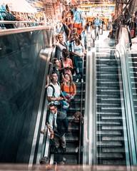(tfading) Tags: frankfurt hauptbahnhof stairway