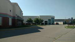 Cincinnati Mills 2018 - 33 (Doomie Grunt) Tags: dead mall shopping cincinnati mills superdead depressing empty vacant