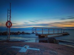 Peaceful evening (Jarno Nurminen) Tags: lauttasaari helsinki finland shore sea longexposure lifebuoy jetty