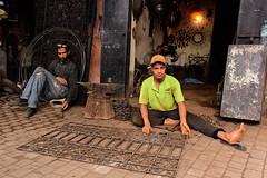 Marocco- Marrakech (venturidonatella) Tags: africa marocco morocco marrakech persone people gentes portrait portraits ritratto ritratti uomini men street streetscene streetlife colori colors nikon nikond500 d500 souk mercato market artigiano