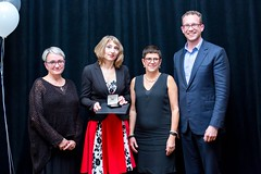 ALBERTA: Award recipient/lauréat Red Deer Public Library Adult Literacy Program, with the Honorable/avec l'honorable Marlin Schmidt, Minister of Advanced Education/ministre de l'Éducation supérieure