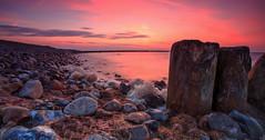 Borderline (FH | Photography) Tags: strand ufer see sonnenuntergang ruhe menschenleer steine buhnen bunen rügen mecklenburgvorpommern ostsee holz norddeutschland
