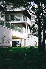 Strand 2 (Thomas Ohlsson Photography) Tags: architecture car green lomma lommastrand pentaxk3ii smcpentaxda1650mmf28edalifsdm sommargatan strandlyckan vw