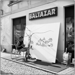 Street Light_Spancirfest (Koprek) Tags: rolleiflex28f fomapan 100 film croatia planar 120 6x6 analog spancirfest streetphotography stphotographia summer 2018
