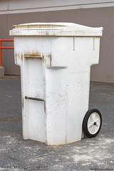 Waste Management (Thrash 'N' Trash Prodcutions) Tags: garbage trash refuse cart bin can container tote toter cascadecart old classic burgundy wm wmx wastemanagement wmxtechnologies white recycle recycling waste collection removal dumpster wheeliebin dustbin wmi wmiservices recycleamerica