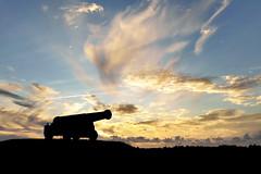 nichts als Rauch... (Don Bello Photography) Tags: sommer 2018 holland niederlande friesland sleat sloten kanone wolken abendhimmel himmelsbilder himmel sky clouds silhouette acdsee panasonicfz1000 lumixfz1000 reinhardbellmann donbellophotography
