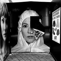 Cat Blanchet... Le manifeste dans tout ses états... (woltarise) Tags: exposition manifesto julianrosefledt mac montréal catblanchet manifestes personnages actrice iphone7 streetwise vidéo film