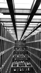 (Antiteilchen) Tags: wood holz schwarzweiss blackwhite saal bibliothek jakobundwilhelmgrimmzentrum humboldtuniversität germany deutschland berlin
