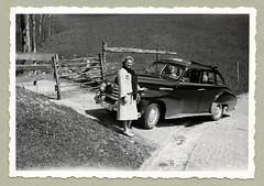"Opel Kapitän (Vintage Cars & People) Tags: vintage classic black white ""blackwhite"" sw photo foto photography automobile car cars motor opel kapitän opelkapitän sunroof economicmiracle wirtschaftswunder femalesuit ladyssuit fox foxfur foxfurneckpiece neckpiece 1950s 50s road trip travel dog fifties"
