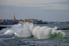 IMG_0014  marée haute à Saint-Malo (gerardstmalo) Tags: wawes vagues tide marée saintmalo