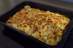 DSC09140 (Kirayuzu) Tags: kartoffelauflauf gemüseauflauf auflauf gemüse kartoffeln erbsen karotten speck bacon essen food selbstgekocht selbstgemacht