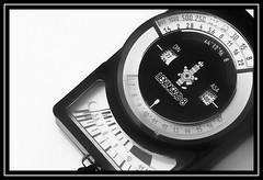 """A Light, Vintage Measure..."" - MACRO MONDAYS - 24.9.18 - ""Measurement"" (NikonShutterBug1) Tags: macro closeup nikond7100 macromondays tokina100mm spe smartphotoeditor blackwhite bw measurement leningrad8lightmeter sundaylights"