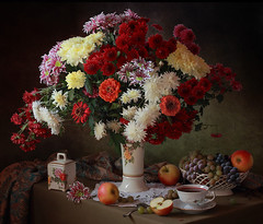 Still life with a bouquet of autumn flowers and fruits (Tatyana Skorokhod) Tags: stilllife bouquet flowers chrysanthemums fruits grapes decor