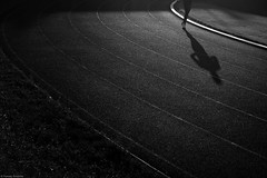 Chorzów 2018 (Tomek Szczyrba) Tags: linie lines streetphoto fotografiauliczna streetphotography dark noir bw monochrome człowiek man people polska poland cień shadow low light bieżnia treadmill racecourse bieg run running bieganie miasto city town nogi legs blackandwhite noiretblanc enblancoynegro inbiancoenero czerń biel czerńibiel czarnobiałe