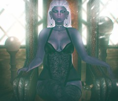 Don't Mess With The Queen (SueGeeli DeCuir) Tags: altamura lingerieapplier versusevent plastik spiderearrings salem raindale lamps buildersbox fashiowlposes beusy swallow {cc} lumipro realevilindustries virtualworld secondlife blogger blog styleitup styleitupsl