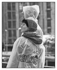 Snoopy - The High Line, New York city (GAPHIKER) Tags: new york city thehighline high line hudsonyard hudson yard snoopy peanuts rain poncho