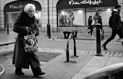 2018_302 (Chilanga Cement) Tags: fuji fujix100t fujix100f fujifilm friargate preston prestonstreetphotography walking street streetphotography bw blackandwhite monochrome