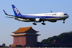 All Nippon Airways ANA Boeing 767-381(ER)(WL) JA622A (Manuel Negrerie) Tags: all nippon airways ana boeing ja622a b767381er winglets 全日空 airjapan tsa songshanairport spotting design aeronautic travel transport taipei canon pagode sightseeing