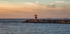 Zuidelijk havenhoofd / Scheveningen 2018 (zilverbat.) Tags: zilverbat scheveningen lighthouse image pin thenetherlands dutch noordzee canon cinematic coastline coast zee northsea hour goldenhour holland hotspot sea zuidelijk havenhoofd harbor port visit tripadvisor travel europe