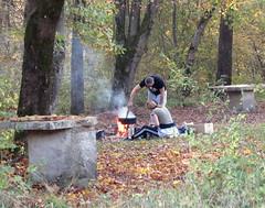 Plein air cuisine/Open air kitchen (Nada BN) Tags: people cooking ljubljana slovenia sava nature