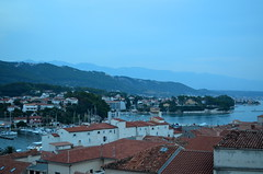 Rooftop View Of The Harbour [Rab - 25 August 2018] (Doc. Ing.) Tags: 2018 rab croatia otokrab rabisland happyisland kvarner kvarnergulf summer mediterraneansea adriatic cityscape nikond5100