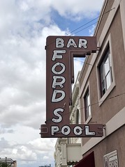 FORDS BAR IDAHO FALLS IDAHO (ussiwojima) Tags: fordsbar bar cocktail lounge idahofalls idaho neon advertising sign