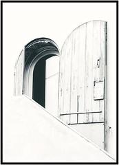 Épurée... (jmollien) Tags: porte door ombre shadow lumière light noiretblanc blackandwhite minimalisme ligne lines graphisme géométrique grafik nb noirblanc bw blackwhite