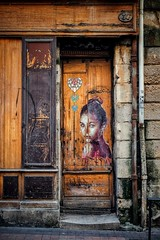 Mademoiselle Rose (Isa-belle33) Tags: urban urbain streetart bordeaux grafitti city ville door porte ancien old fujifilm street streetphotography streetartbordeaux