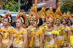 IMG_6686-tr (JLBenazra) Tags: bali cérémonie sawan indonésie costumes