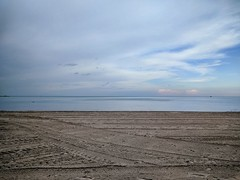 Calm (ancientlives) Tags: chicago illinois il usa oakstreetbeach beach oakstreet chicagoparks lake lakemichigan lakefronttrail lakeshore downtown goldcoast clouds weather storm landscape tuesday september autumn 2018