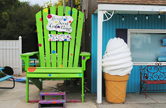 Roxies Sweet Confections - North Utica, Illinois (Cragin Spring) Tags: northutica utica northuticail northuticaillinois illinois il midwest smalltown roxiessweetconfections roxies sweets confections icecream blue sign green chair icecreamcone