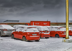 Snowfall (strobphoto) Tags: snowfall snø snö hasselblad hc80 röd maskiner vinter himlen medium format mediumformat kaf31600 kodak parkeringsplats ccd road car sky