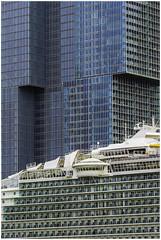 Cruise ship and 'de Rotterdam' office building (Luc V. de Zeeuw) Tags: cruiseship derotterdam officebuilding window rotterdam zuidholland netherlands