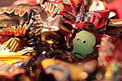 TRICK-OR-TREAT || SNOEP OF JE LEVEN! (Anne-Miek Bibbe) Tags: trickortreat snoepofjeleven happymacromonday macromondays halloween snoep snoepgoed candy macro canoneos700d canoneosrebelt5idslr annemiekbibbe bibbe nederland 2018 spinnen spiders skull schedel mars snickers glowinthedark