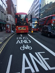 BUS and bicycle LANE in London (gab113) Tags: londres angleterre london vélo cycle lane
