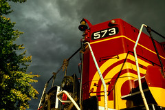 Ready to roll (FotoFloridian) Tags: diesel locomotive newhampshire northconway train railroad sky cloudscape tree fallcolors sony alpha a6000 red yellow green