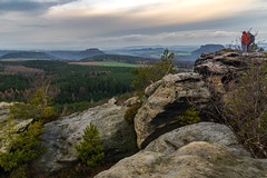Enjoying the view - Den Ausblick geniesen (ralfkai41) Tags: view aussicht landscape landschaft nature felsen mountains berge outdoor elbesandstonemountains natur rocks elbsandsteingebirge sachsen saxoniansitzerland saxony sächsischeschweiz