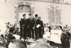 Pastiche d'allocutions officielles devant la mairie d'Acigné, pour la fête de la Saint-Louis à Acigné, en 1963.